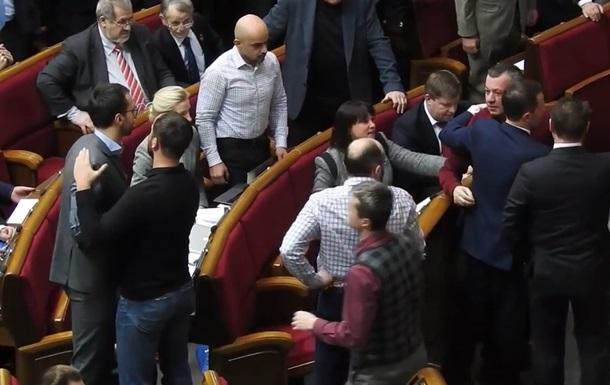 Нардепи Мельничук і Лещенко побилися в Раді