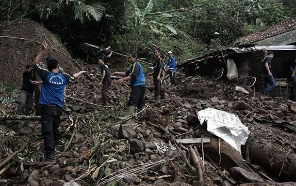 При оползнях на Бали погибли 12 человек