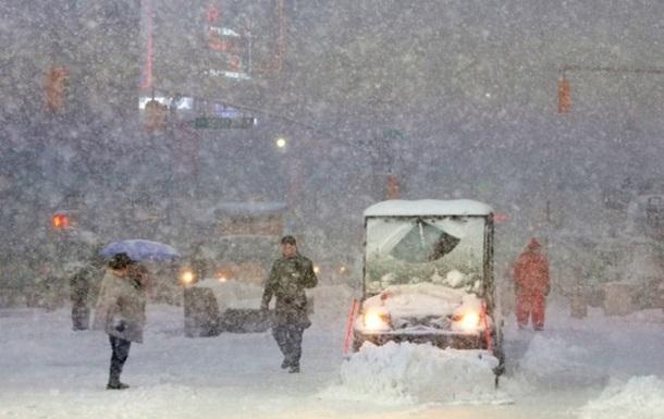 У США через снігопади скасували тисячі авіарейсів