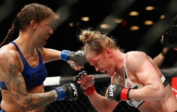 Де Рандам є стала першою в історії чемпіонкою UFC в напівлегкій вазі