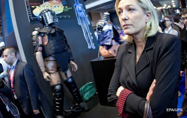 Ле Пен лидирует на выборах во Франции - опрос