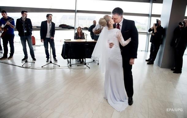 В Україні шлюб за добу уклали вже більш як п ять тисяч пар