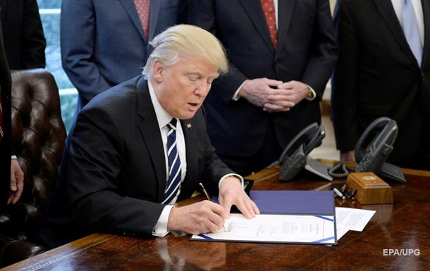 Підписані Трампом укази виправляли заднім числом