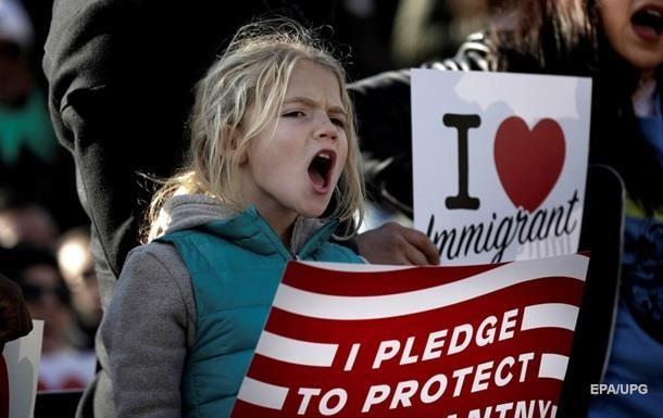 У США мігранти-протестувальники не вийдуть на роботу