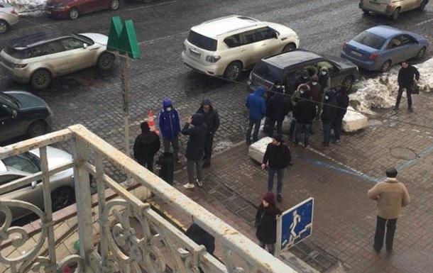 У Києві спробували побити главу Інституту нацпам яті
