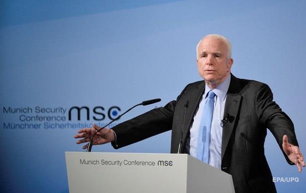 Маккейн: Росіяни вбивають українців щодня