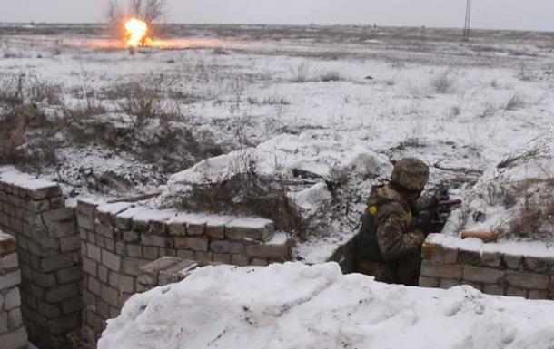 Штаб АТО: У селі Трудове артилерія накрила 11 машин