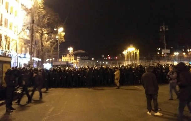 Жінці-поліцейській зламали пальці в сутичці в центрі Києва