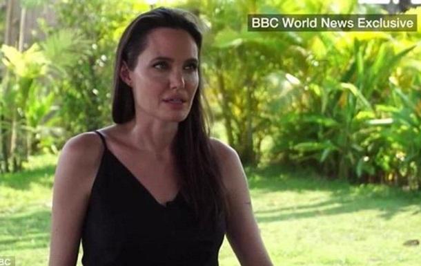 Анджеліна Джолі сльозно розповіла про розлучення