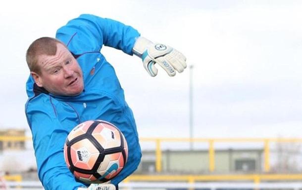 Саттон Юнайтед розірвав контракт з воротарем, що з їв бургер під час матчу