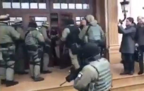Прокуратура провела 25 обшуків в екс-чиновників Черновецького