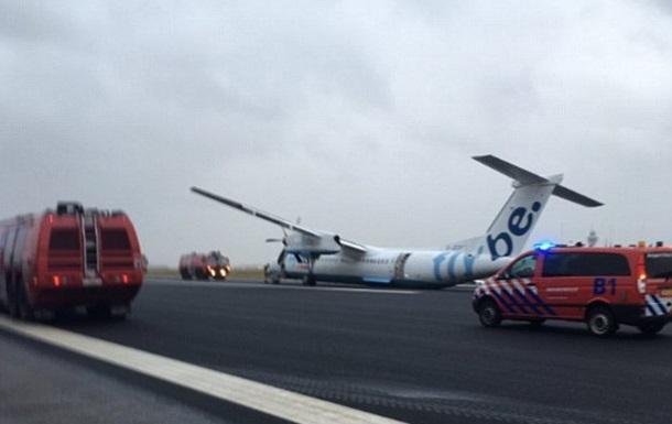 В Амстердамі здійснив аварійну посадку літак
