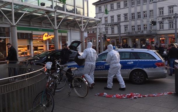 Наїзд водія з ножем на перехожих у Німеччині: одна людина загинула