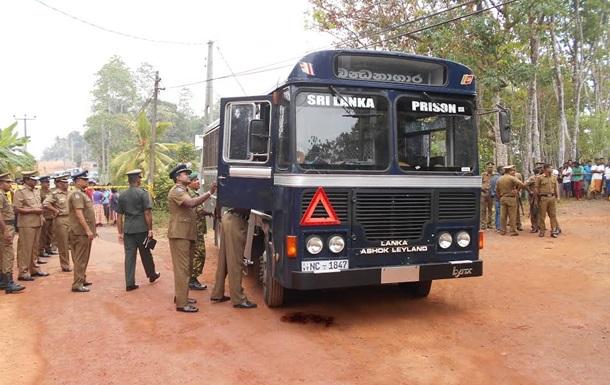 На Шрі-Ланці обстріляли тюремний автобус, є загиблі