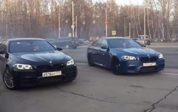 Російські  мажори  влаштували дрифт серед машин