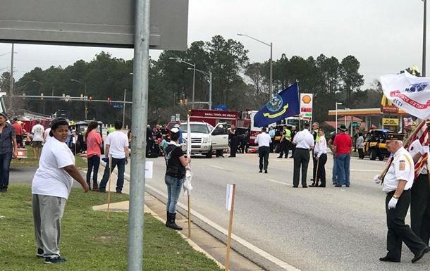 В США водитель въехал в толпу: 12 пострадавших