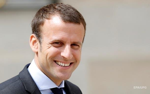 У Парижі кинули яйце в кандидата на посаду президента Макрона