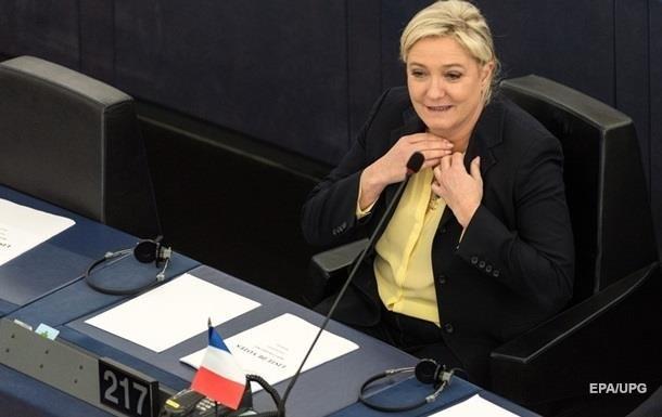 Європарламент позбавив Ле Пен імунітету