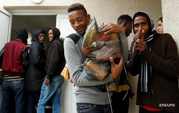 Мер французького Кале заборонила роздавати їжу мігрантам