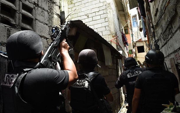 На Філіппінах екс-поліцейський зізнався у вбивстві 300 осіб