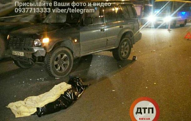 У Києві джип на смерть збив дівчину