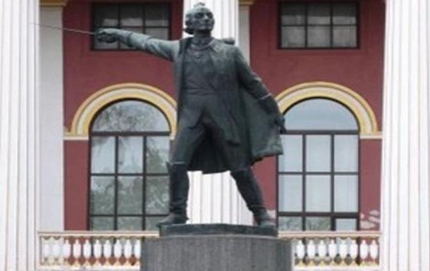 У Київському військовому ліцеї приберуть пам ятник Суворову - ЗМІ