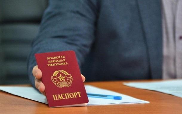 ЗМІ: У Луганську змушують перейти на паспорти ЛНР