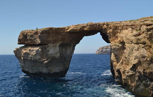 На Мальті обвалилася знаменита скельна арка Лазурне вікно