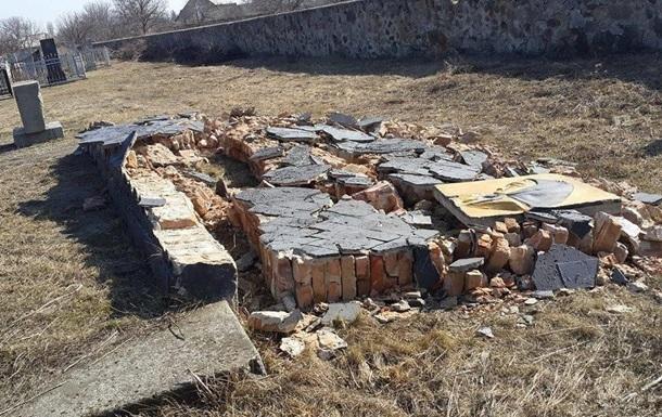 На Одещині зруйнувався меморіал жертвам Голокосту