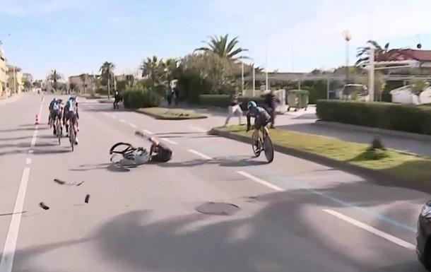 Велосипед розвалився під спортсменом під час гонки