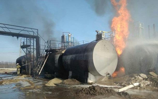 На Харківщині горять цистерни з мазутом і газом