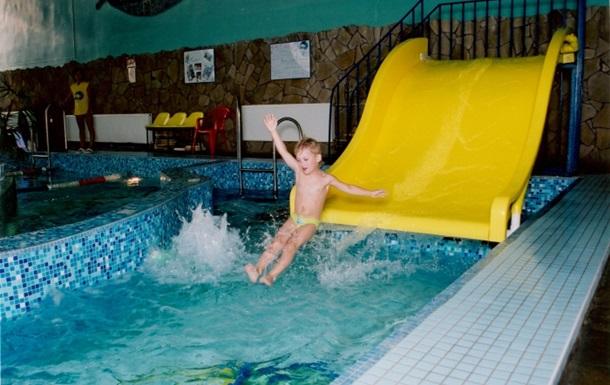 Трое детей отравились в аквапарке Харькова
