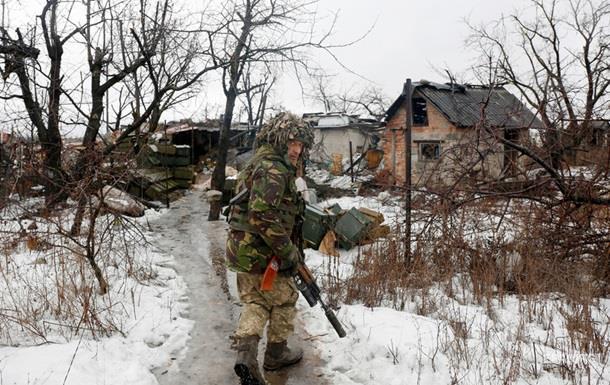 Доба у зоні АТО: троє військових поранені