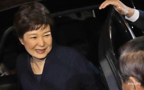 Екс-президент Південної Кореї виїхала з резиденції і залишила собак