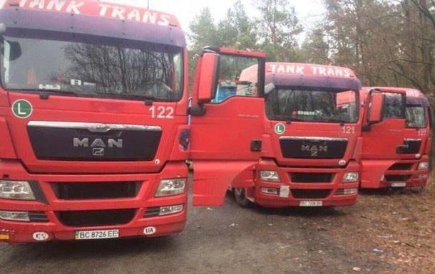 На Житомирщині знайшли вантажівки з львівським сміттям