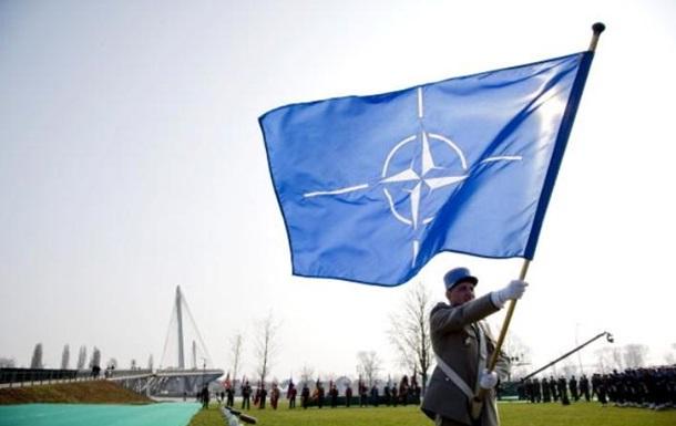 НАТО обіцяє продовжувати підтримувати Україну
