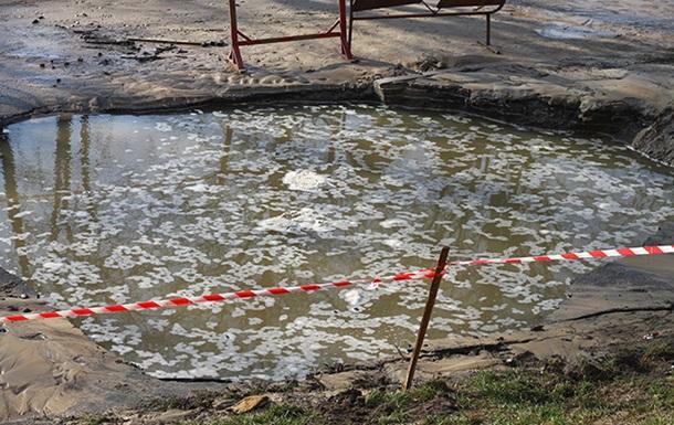 В Киеве из-за прорыва затопило улицу Борщаговскую