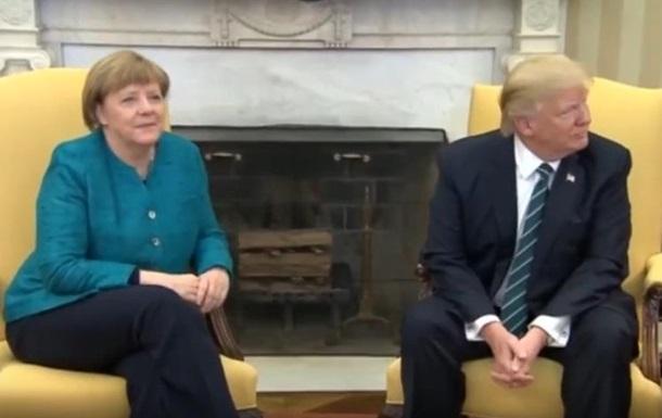 Трамп отказался пожать руку Меркель