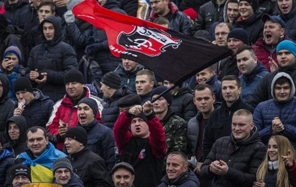 Скандал в Ровно: cудейская бригада бегством спаслась от злых болельщиков