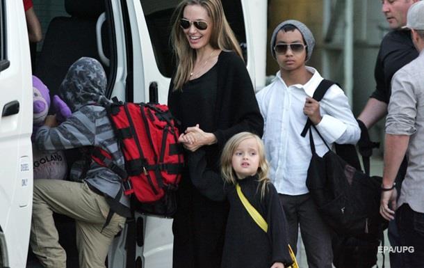 Объявился биологический отец сына Анджелины Джоли