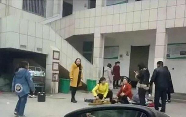 У Китаї школярі загинули в тисняві біля туалету