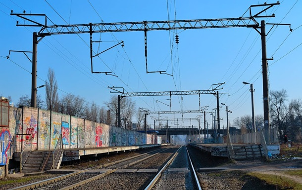 У Києві двоє людей потрапили до реанімації через потяги