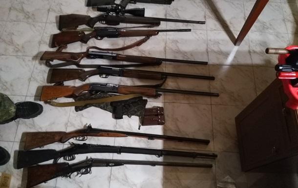 Під час обшуків у осіб з оточення Януковича знайшли зброю