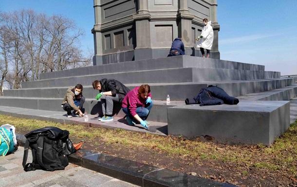 Приступили к отмывке памятника князю Владимиру