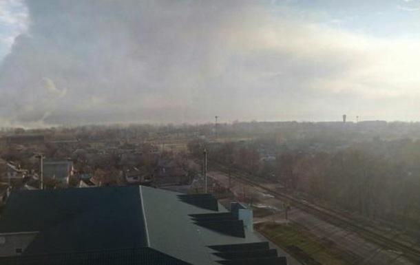 Над палаючими складами у Балаклії закрили небо