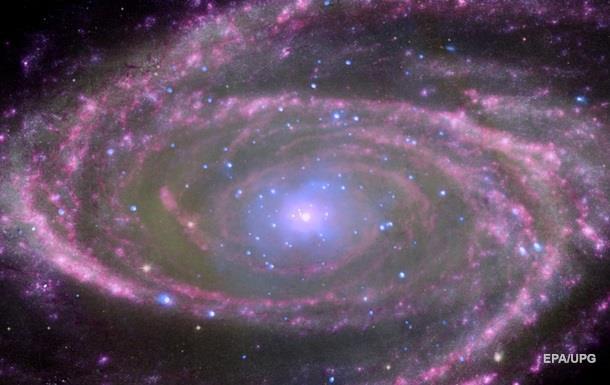 Знайдена гігантська чорна діра,  виселена  з галактики