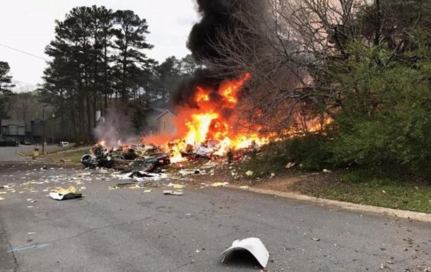 У США літак врізався у житловий будинок, є жертви