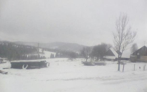 Львівську область засипало снігом