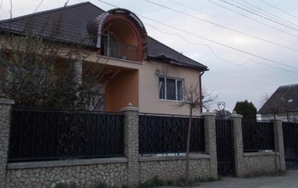 На Закарпатті з гранатомета обстріляли будинок екс-прокурора