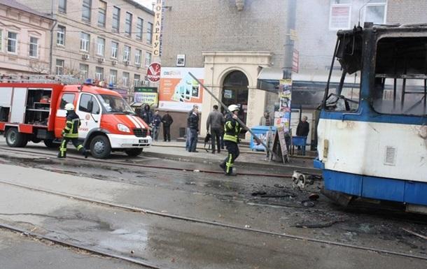У Запоріжжі на зупинці загорівся трамвай